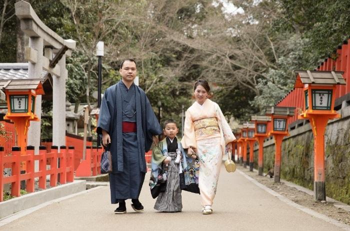 ファミリーフォトに京都清水寺周辺で振袖撮影